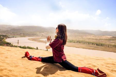 <宁夏-沙坡头腾格里大漠1日游>含骑骆驼,滑沙,冲浪车,羊皮筏子,观光车,各类体验,玩到嗨