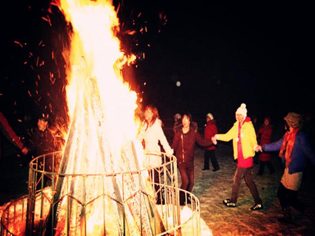 篝火跳舞矢量图