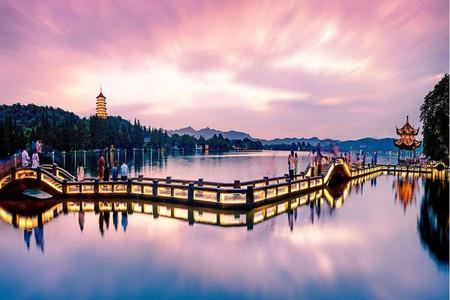 [春节]<杭州-乌镇-千岛湖3日游>春节预售中,观光必游,水映秋色,似水乌镇,打卡千岛湖,猴岛森林氧吧,养肺之旅,360度全景深度游西湖