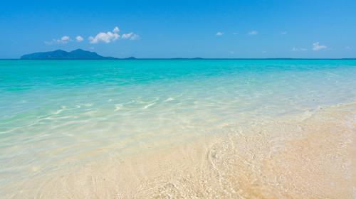 仙本那淺灘白沙海面風景