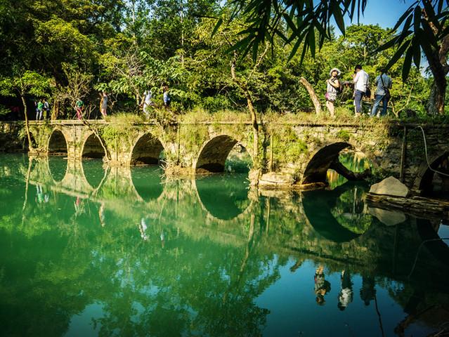 贵州荔波小七孔一日游 卧龙潭 鸳鸯湖 翠谷瀑布 水上森林 六十八级图片