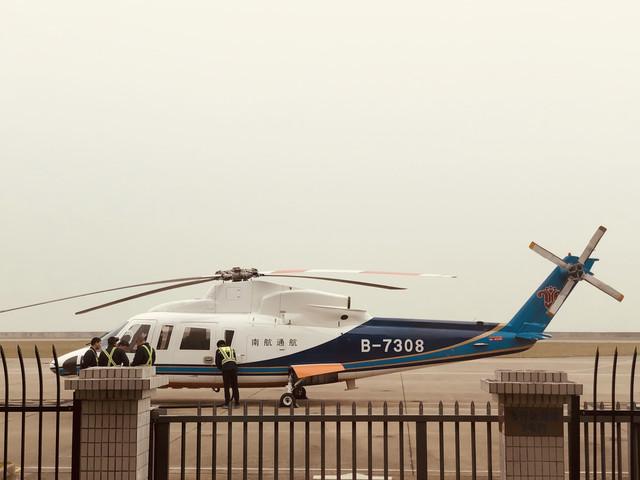 [国庆]<高空飞跃港珠澳大桥|天使视角乘坐直升机俯瞰日月贝-东澳岛|海上世纪工程>【亲子游优选 刺激体验 高空俯视一桥三通】