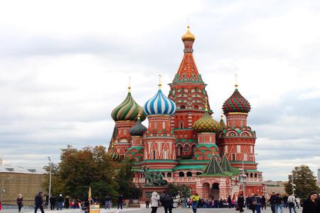 <俄罗斯-莫斯科+圣彼得堡9日游>上海出发,冬宫,夏宫花园,皇家庄园,莫斯科地铁,特色俄餐