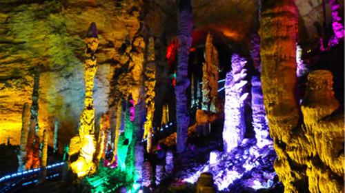 长沙-黄龙洞-张家界国家森林公园-天门山-玻璃栈道-凤凰古城双飞7日游