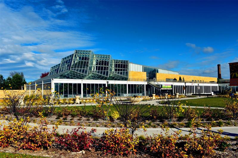 科莫动物园全景.现代化的玻璃房内是恒温室.