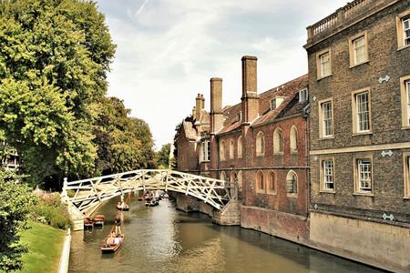 <英国深度4晚5日循环游>伦敦集散、铁定发团、剑桥大学城、爱丁堡、比斯特购物村、英伦风情(当地游)