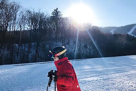 <亚布力新体委1日游>0购物5A新体委畅滑3小时(全套滑雪用具)马拉爬犁穿越白桦林,无限畅玩雪上飞碟,享保暖三件套网红森林小火车