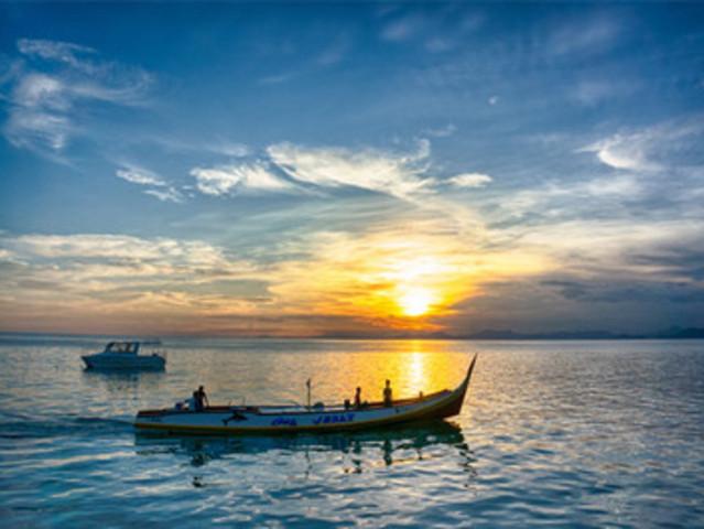 接着带您体验【海上捕蟹活动】,运气好的话,您还可以在午餐时分让餐厅