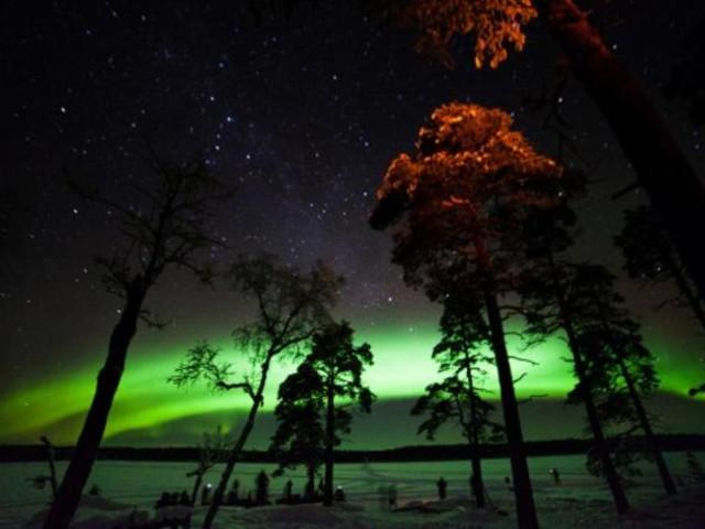 <芬兰 萨利色尔卡 伊纳里湖畔巴士北极光探索之旅 含接送(3小时)>