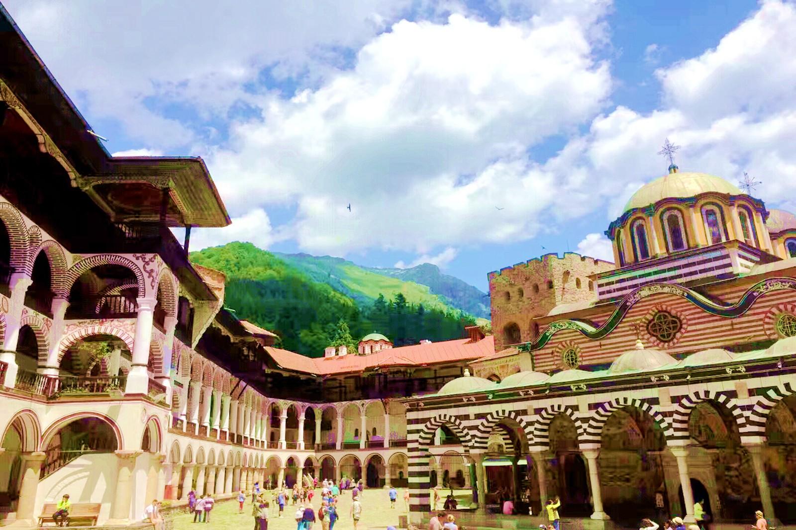 里拉修道院离保加利亚首都索非亚约60公里处,位于海拔1100米的里拉山图片