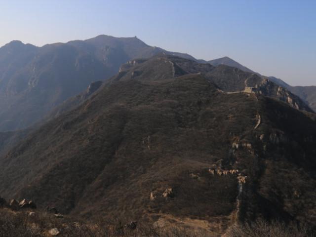 <北京昌平黄楼院长城徒步导航路线>(长峪城+石峡关)那残破、古旧、朴拙的砖石绵延于崇山峻岭之中,有着荒凉不事雕琢的自然美