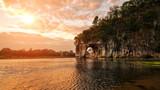 日出的桂林象鼻山