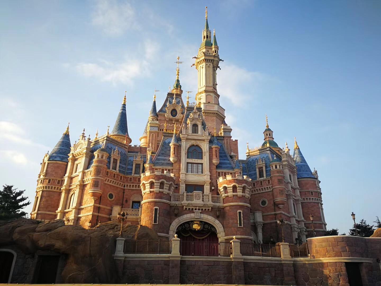 上海迪士尼好玩还是香港迪士尼好玩?