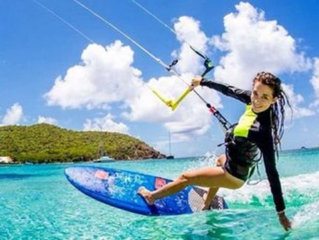 <毛里求斯惬意 风筝冲浪  专业教练课程体验 >激情乐趣无限  在印度洋上放飞自我