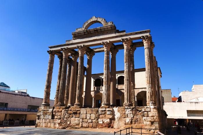 我们先后到访了西班牙广场,古城墙,黛安娜神庙,市政广场,国立古罗马
