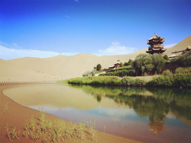 游玩时长:约1小时 天地奇响,自然妙音——鸣沙山,位于甘肃敦煌市南郊