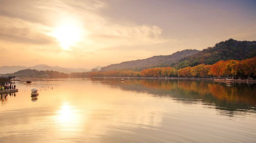 西湖北山路秋景