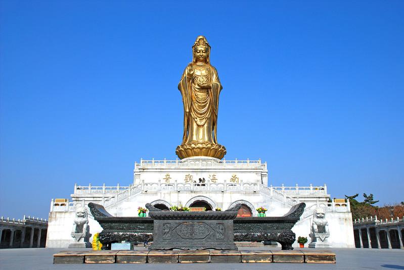 在南海放置一個佛陀,祈求和平與幸福