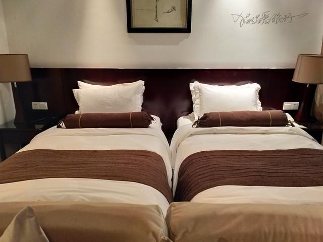 到了武隆,我们被芭在隆鑫琥珀酒店,是一个联排别墅别墅农村米9x12v琥珀图米图片