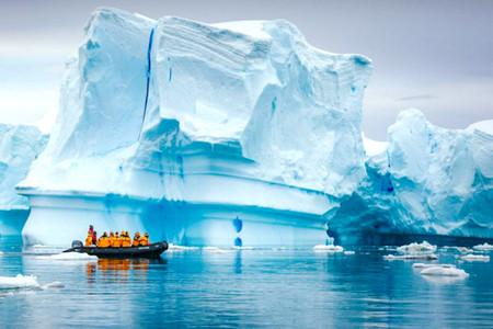 [春节]<庞洛邮轮星辉号-南极阿根廷17日摄影巡游>北上港三地出发 中国人包船 巡游冰山 极地企鹅  火地岛 探戈秀 送冲锋衣