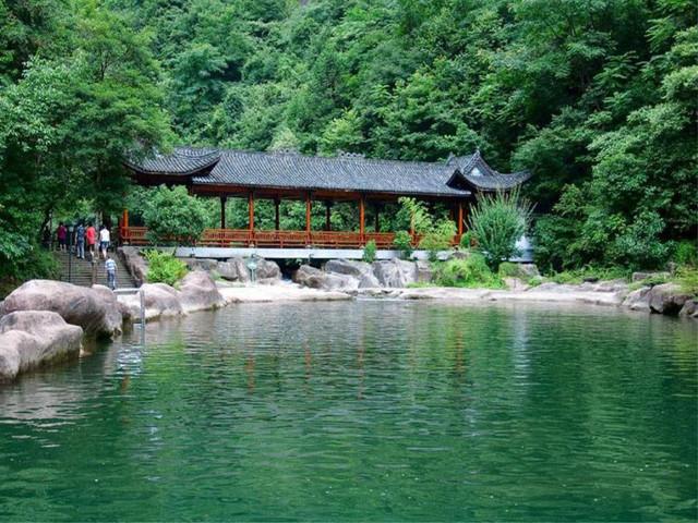 游玩时长:约1小时30分钟 (参考时间)游览 【琴湖飞瀑】(西径山)(门票