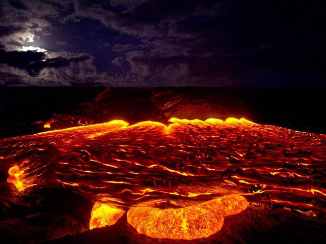 <美国夏威夷大岛火山经典一日游>威基基地区接送+含往返机票+火山公园+热带雨林+彩虹瀑布