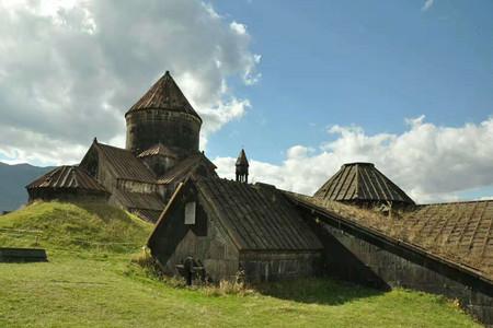<阿塞拜疆+格鲁吉亚+亚美尼亚高加索三国机票+当地12日游>15人团,住网红山景,特色五星,舌尖美食,探秘城堡,雪山,湖泊,酒庄