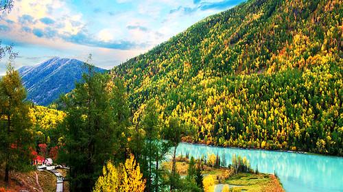 新疆喀纳斯+五彩滩+胡杨林+白沙湖+天山天池+吐鲁番双飞8日游