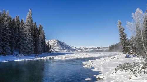 新疆禾木村的河流