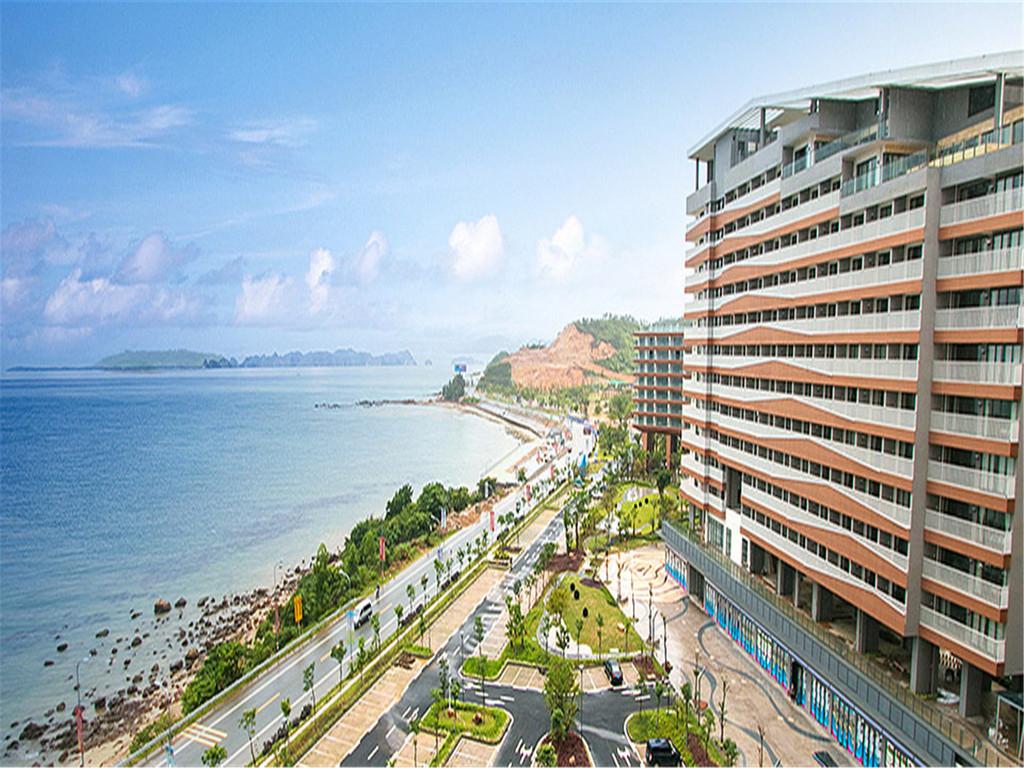 酒店揽巽寮湾海滨而立,建筑朝海,视野景观好,可自行自费品美味自助