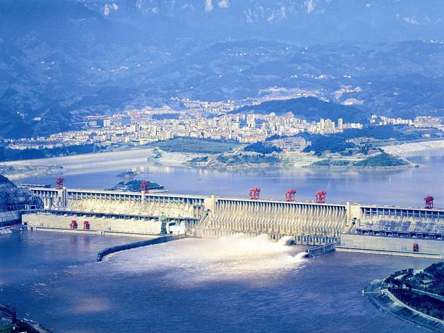 三峡大坝(门票已含)即长江三峡水利枢纽工程,又称三峡工程.