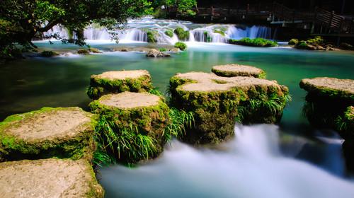 小七孔景区自然风光,68级跌水瀑布