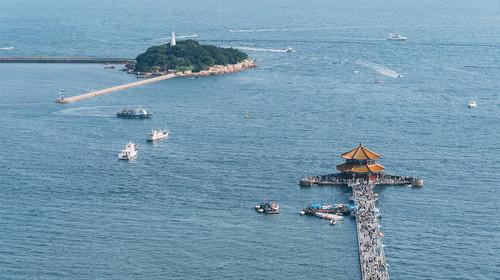 青岛栈桥和小青岛公园