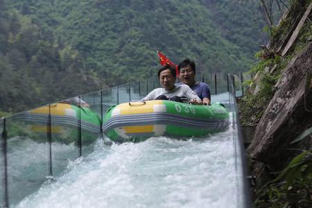 v悬崖周边景点大明山龙井峡漂流三渡悬崖漂流福建赛艇图片