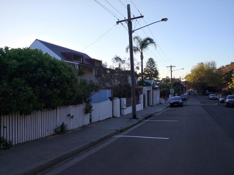 谷歌街道地�_mi 6 (这里的街道是那种独栋别别墅,我回来的另外一条街道上停满了