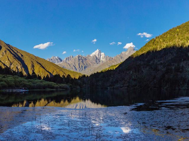 游玩时长:约4小时 康定情歌(木格措)引风景区位于四川西部,甘孜藏族