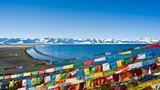 西藏纳木错湖经幡