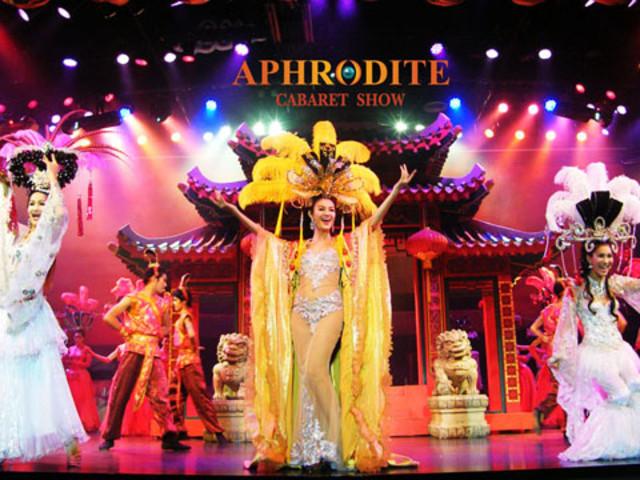 <【普吉岛女神人妖秀表演Aphr0dite Cabaret Show】>汇聚了泰国人妖表演的精华、优美绝伦的歌舞表演,老少皆宜