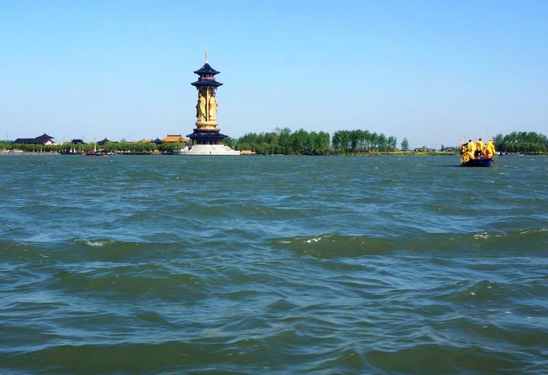 """""""溱湖风景区""""的总面积约达26平方公里"""