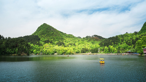 贵阳黔灵山公园自然景观