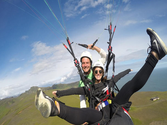 <冰岛 南岸瀑布+黑沙滩+索尔黑马冰川+滑翔伞体验 一日游(雷克雅未克往返)>