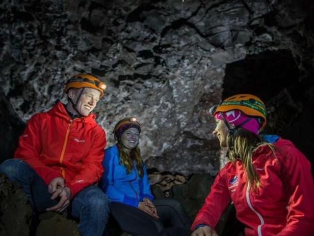 <冰岛 地狱熔岩洞穴神秘探险半日游  最多12人(上/下午可选 含市区接送)>