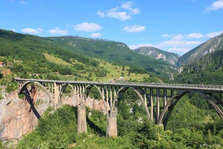 <塞尔维亚+波黑+黑山+阿布扎比12日游>无购物,30人悠闲深度游、巴尔干连线、大陆护照免签、小火车、杜米托尔国家公园、铁托元帅墓