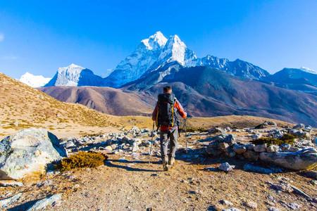 <尼泊尔EBC-珠穆朗玛峰+洛子峰+马卡鲁峰14日游>知名徒步之旅,探访世界之巅,专业徒步团队领航,距离观赏接触冰川,卢卡拉往返机票