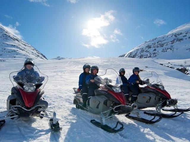 <芬兰 伊纳里 2小时雪地摩托车驾驶体验(穿越冰湖森林)>