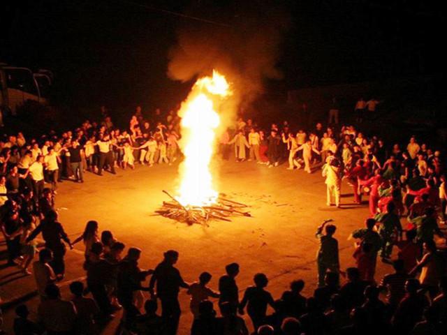蒙古族篝火晚会简笔画