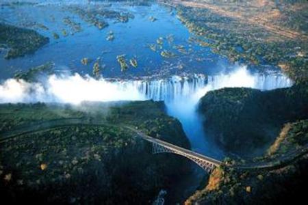 <埃塞俄比亚+纳米比亚+津巴布韦+博茨瓦纳+赞比亚5国16日游>VIP小团一价全含小飞机、快艇、四星及景区特色酒店,红泥人,维多利亚大瀑布