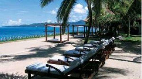 巴厘岛悦榕庄4晚6日自助游>悬崖绝景,独栋别墅,12米超长私人泳池