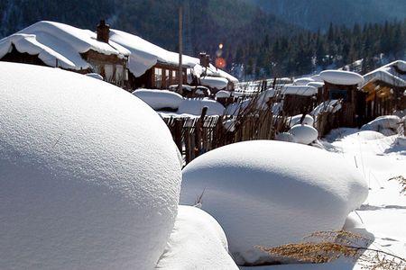 <亚布力滑雪1日游>经济型,哈尔滨起止,包含初级滑雪2小时,滑雪服,雪镜