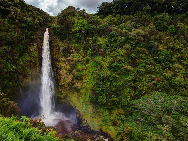 夏威夷豪华大岛环岛小团一日游(-含檀香山机场接送机,往返机票)(威庇欧峡谷-阿卡卡瀑布-火山公园-黑沙滩)